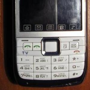 Продам телефон E71 (W006)
