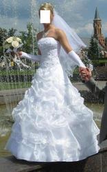 Продаётся свадебное платье,  накидка,  перчатки.